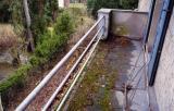 Feuchteschäden am Durchgang der Balkonentwässerung