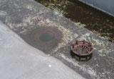 Stehendes Wasser im Dachgully
