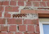 Falsch verlegte Mauerziegel